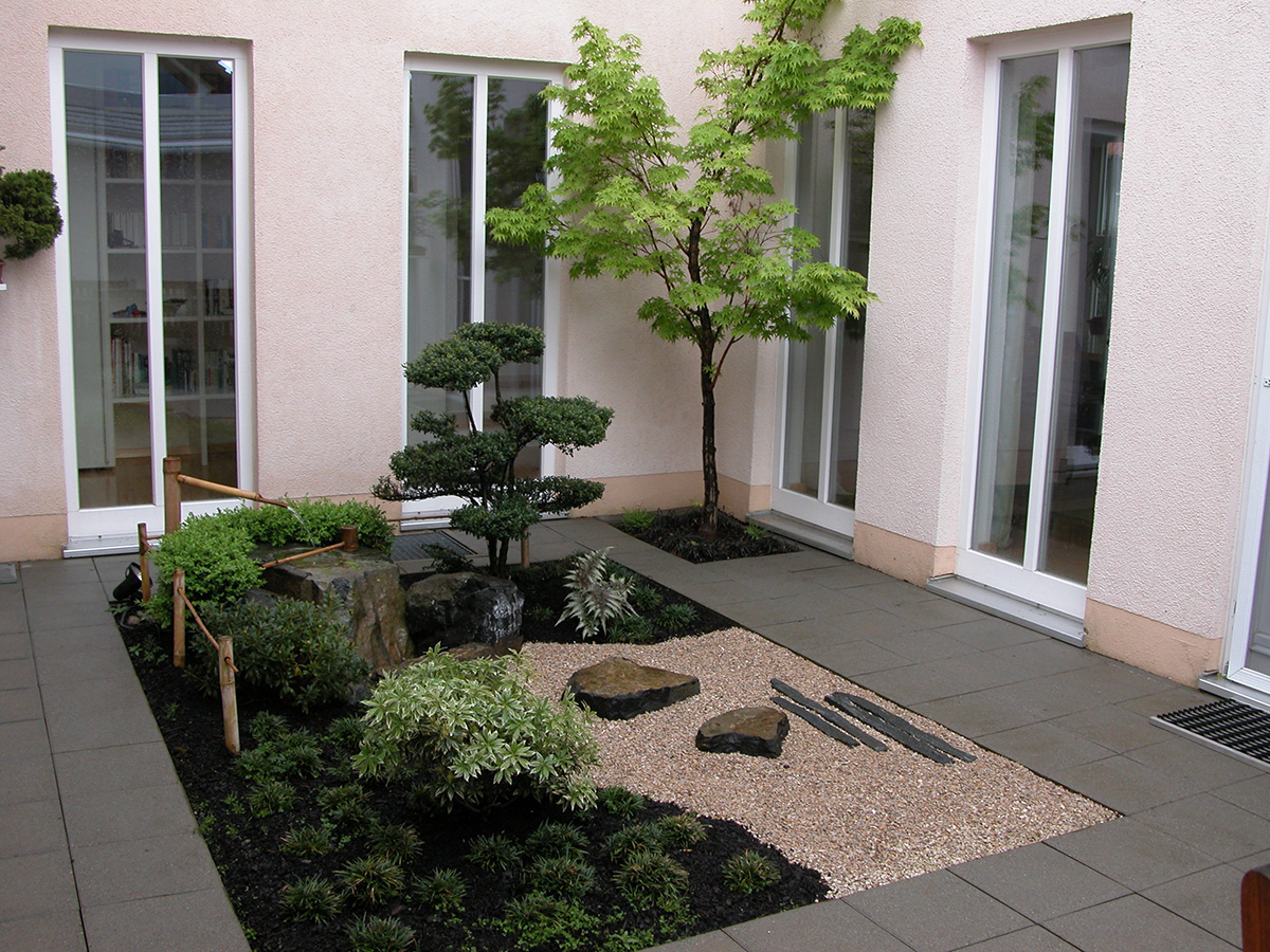 Gartenstile goshintai for Small front courtyard design ideas